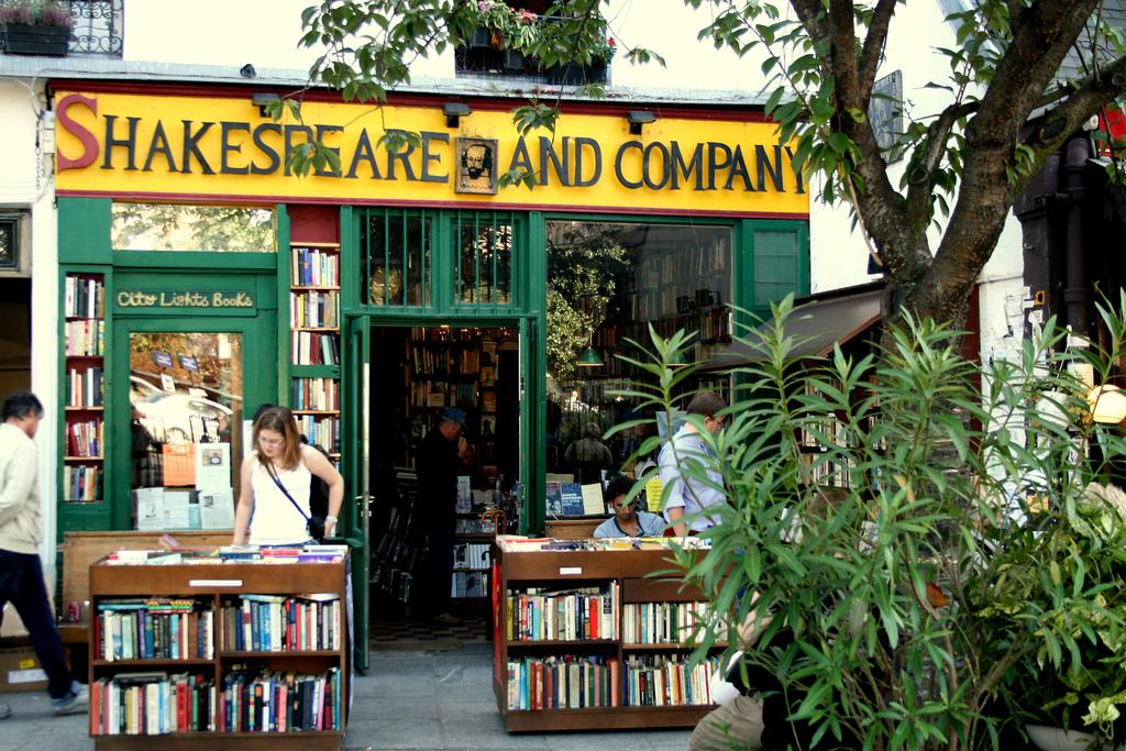 Book Tour Paris