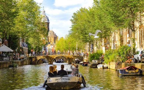 Backpackers Guide to Amsterdam's Budget Hostels