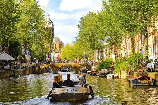 Amsterdam Hostel Guide