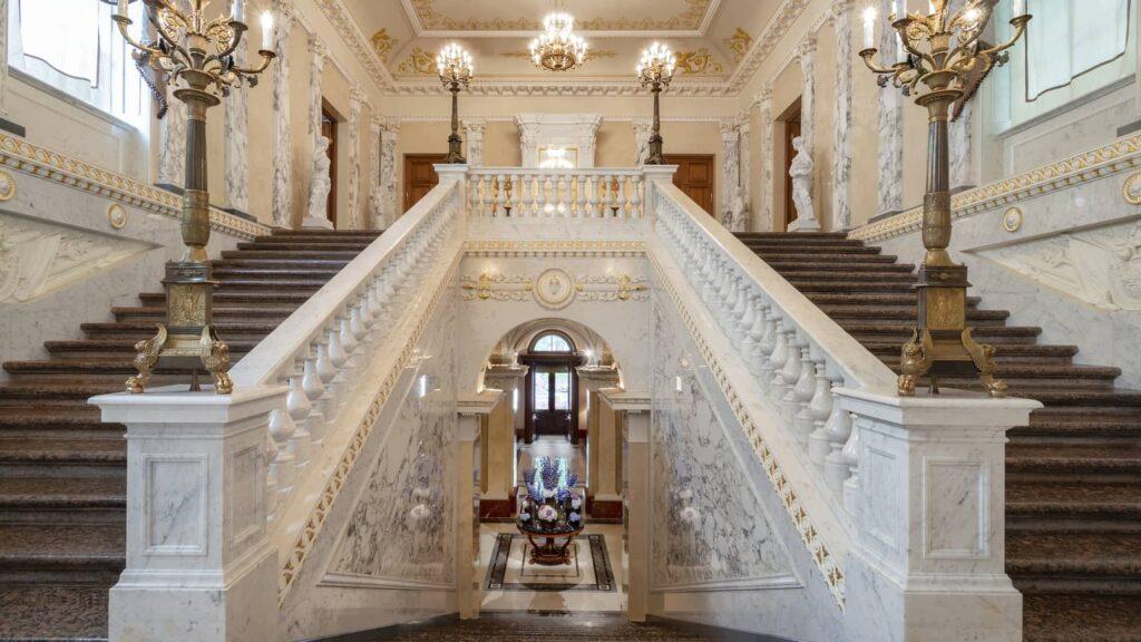 Hotel Lion Four Seasons Russia